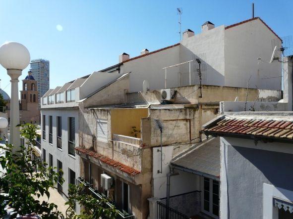 Casco Antiguo de Alicante: Edificio ILEGAL por exceso de altura legalizado por el Ayuntamiento