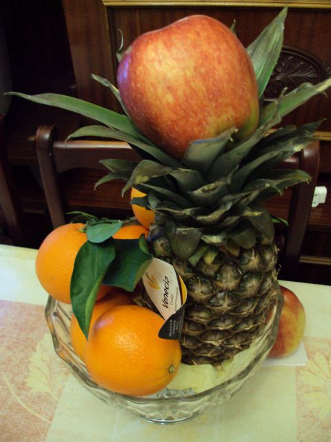 naranja piña y manzana