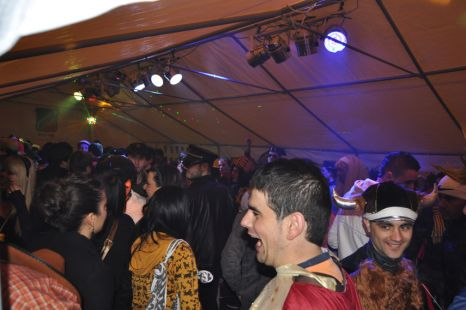 La lluvia obliga a suspender los carnavales de Pego