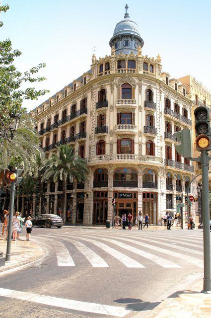 Plaza Ayuntamiento, Barcas