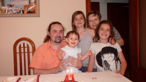 Abuela Papá Sobrinas y Nieta juntos