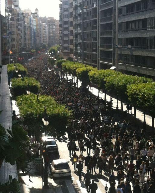 Manifestació d'estudiants contra les retallades al carrer Colom de VLC