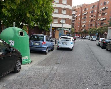 Policía Autonómica en doble fila