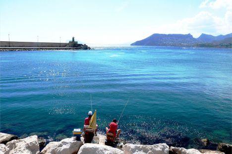 Puerto de Calpe, pescando