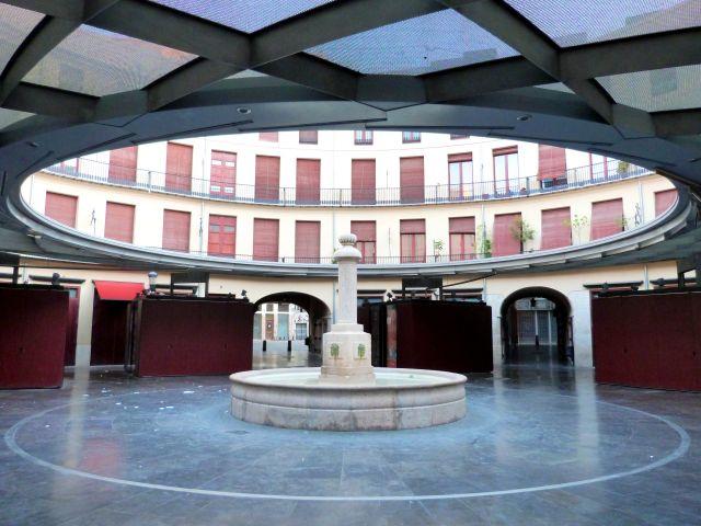 Plaza redonda y vacía